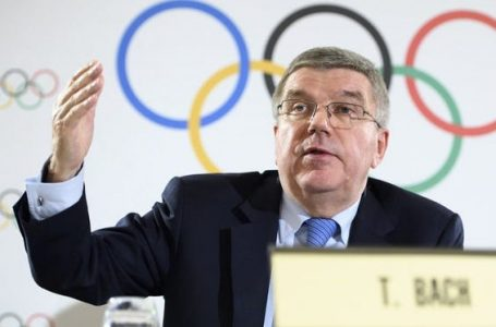 """IOC will back Tokyo 2020 """"without reservation"""" on overseas fans, says Bach"""